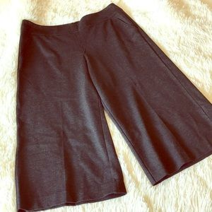 NWT CAbi factory charcoal gaucho pant || size 14